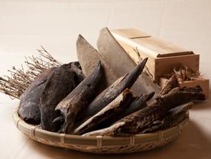 純国産の数種類の削り節を使用してつくるダシ